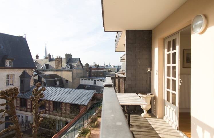 Vue du balcon couvert.
