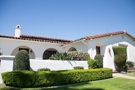 Spanish Charmer in the Heart of LA! - Los Angeles