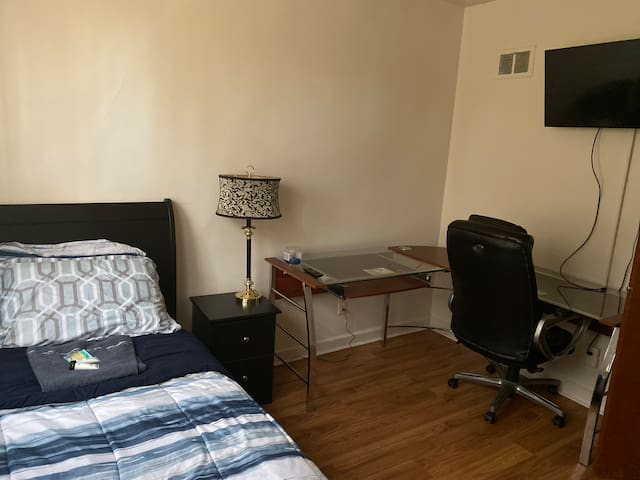 Comfort Private Room available in Milwaukee - Rm4