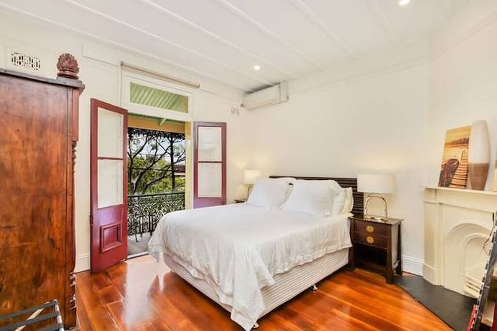 3 bedroom terrace Rocks at Harbour Bridge Sydney
