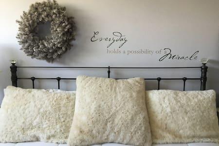 Vintage Glam - private Bed & Bath - Fontana