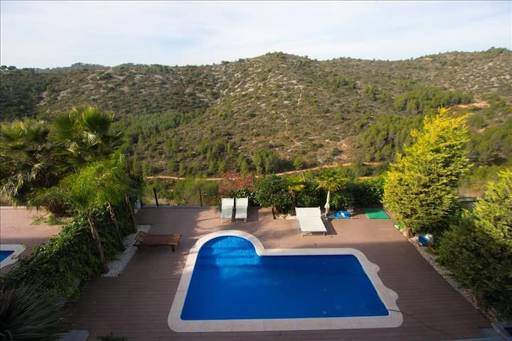 Catalunya Casas: Modern villa in Calafell for 8 guests, only 4km to the beaches of Costa Dorada!