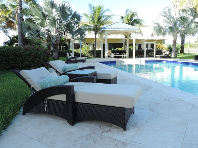 Grace Bay Townhouse - walk to Beach -15% OFF April - Providenciales  - Casa