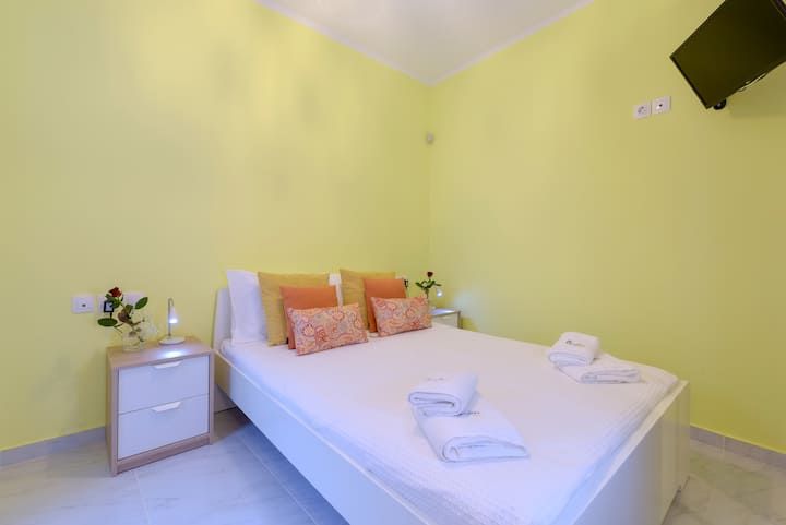 NEW- Alisahni suite (next to sea) - Chania