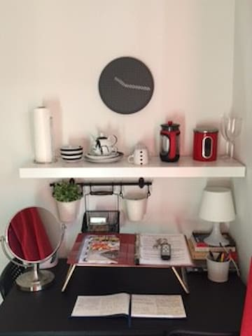 Studio amenities and desk - free coffee, wifi, lap desk and French Press