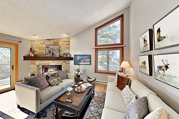 Lakeview Townhome with Balcony | Near Slopes, Lake