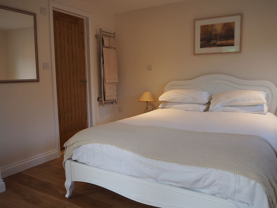 King-size bed with en-suite shower room & heated towel rail.
