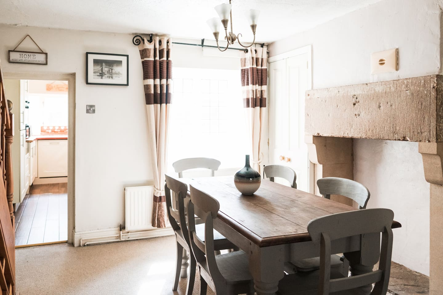 This well appointed cottage in the heart of Cromford village is ideal for small groups and families to explore the delights of the Peak District and Derwent Valleys.