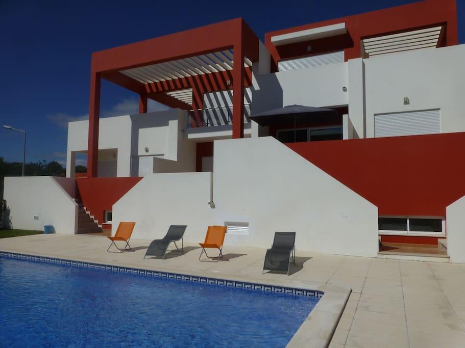 Accès direct de la terrasse vers la piscine