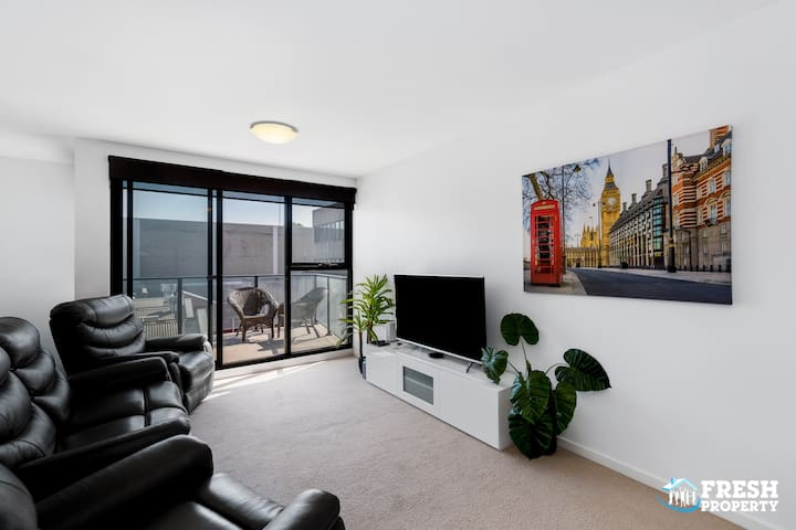 Geelong CBD 2 bed apartment with a secure carpark