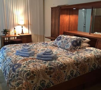Huge Master Bedroom / Private Jacuzzi Tub pets ok! - Rancho Palos Verdes
