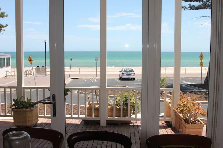 Stylish Esplanade Beach House