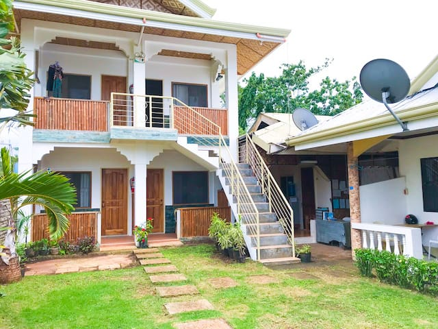Clean Room 3mins walk from Alona Beach -Good for 2