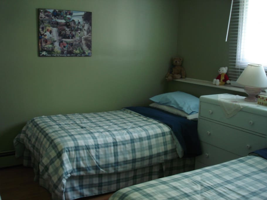 """Chickadee"" room features twin beds"