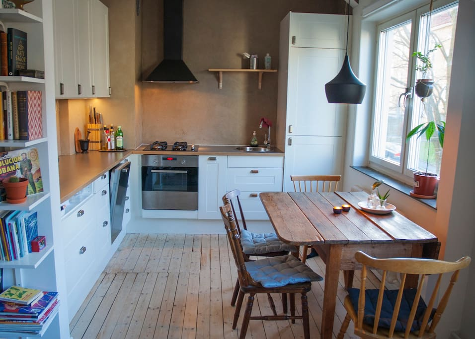 Fully equipped newly renovated kitchen with dishwasher