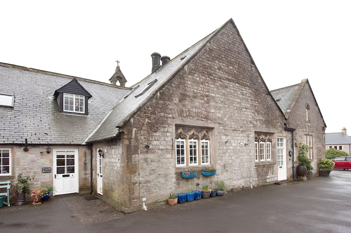 school house - Tideswell - House