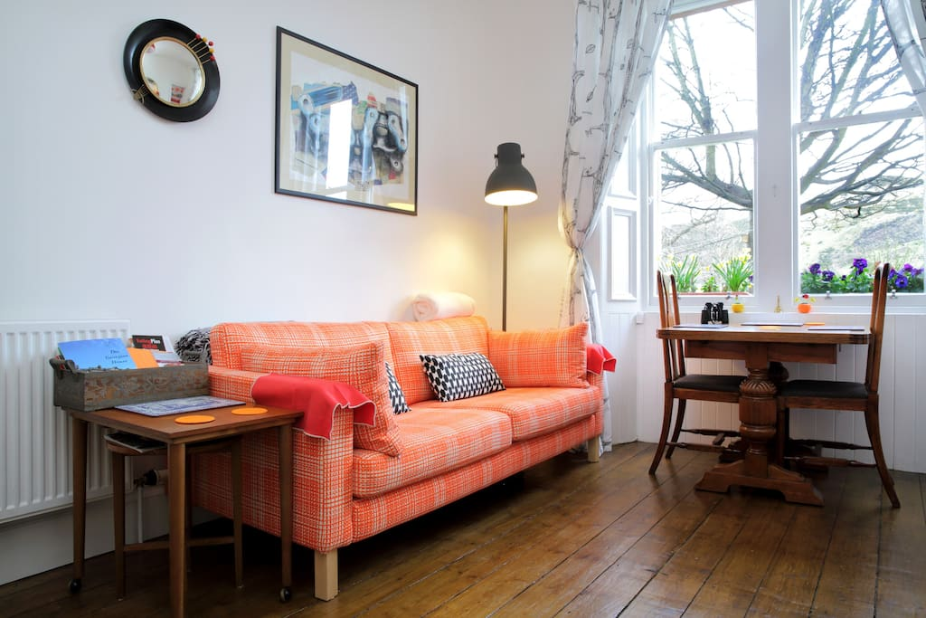 the main sitting room gets beautifully sunny in the morning,