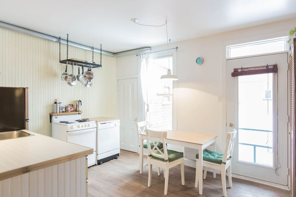 Practical kitchen / dining room