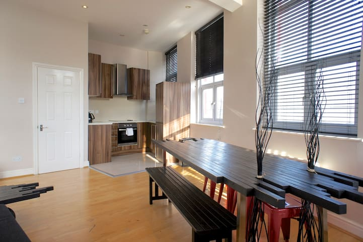 Two Bedroom Apt in the Heart of Shoreditch