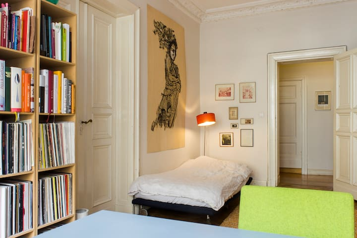 Beautiful guest room in Mitte!