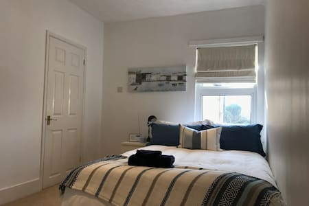 Cosy Room in a Victorian Cottage in Staines - Staines-upon-Thames - Huis