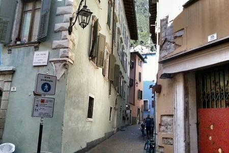FANTASTICO BILOCALE IN CENTRO STORICO - Riva del Garda