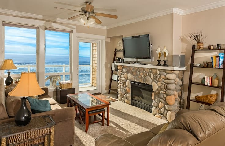 PACIFIC RIM: Top Flr Oceanfront, & Private Hot Tub
