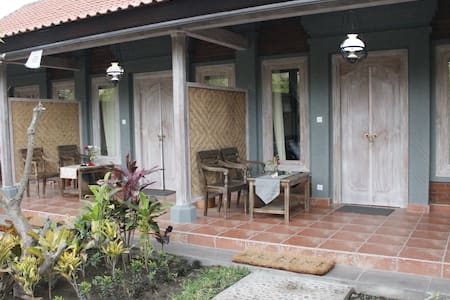 Ode Guesthouse with Balinese Family Touch - Gerokgak - Bed & Breakfast