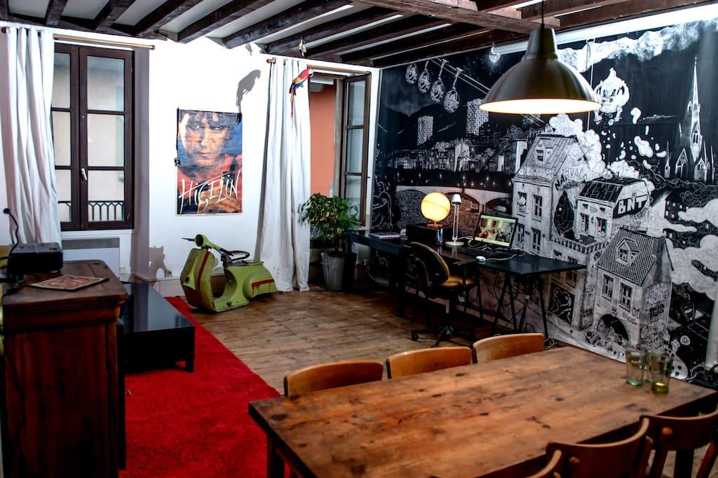 beau loft atypique sur les quais lofts louer grenoble rh ne alpes france. Black Bedroom Furniture Sets. Home Design Ideas