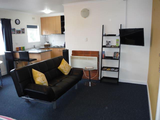 Rooftop Pad - North Hobart - Apartment