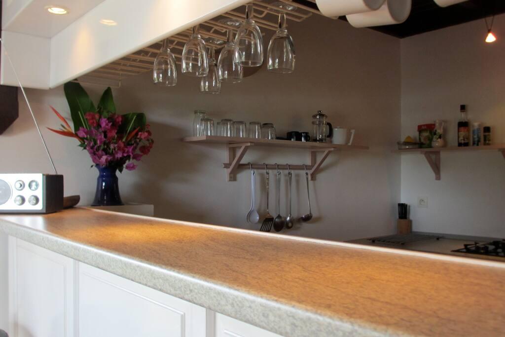 Cuisine équipée et son bar