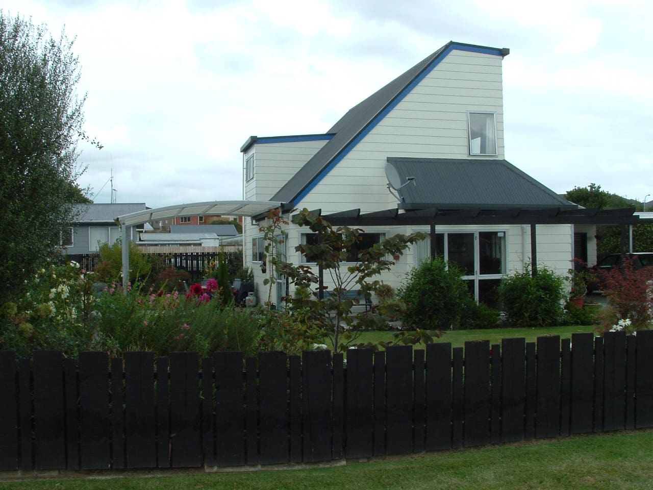 Nice quiet house with orchard and gardens
