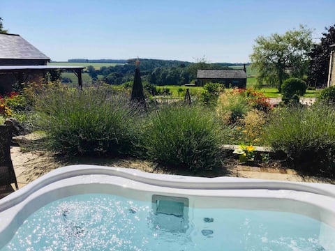 The Hideaway- fab luxury escape ! Private hot tub