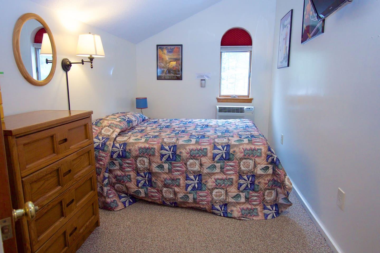 2nd Bedroom with Queen & twin beds