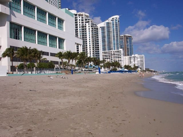 Great 2/2 condo at the beach - Hollywood - Apartment