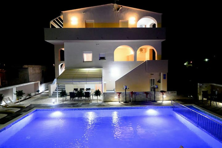 New mobile house with pool - Privlaka - Casa