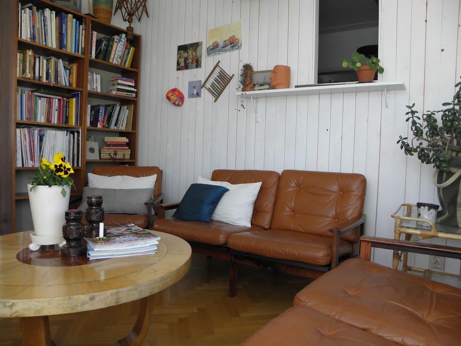 Vardagsrum med plats för flera