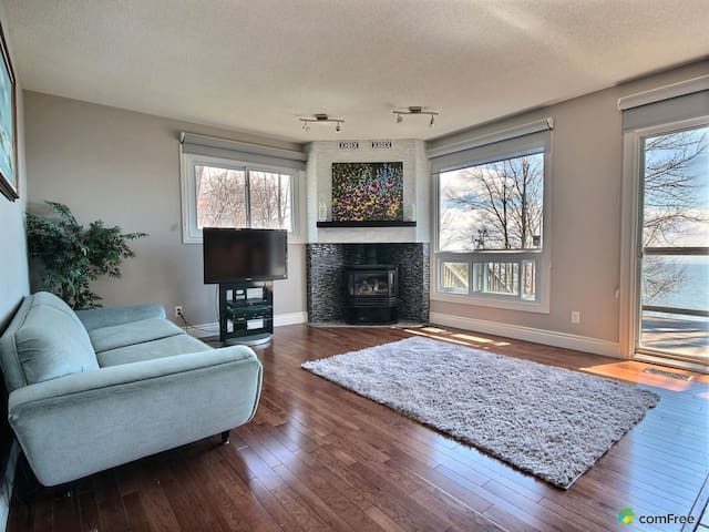 Waterfront on Woodland - Orillia - Casa