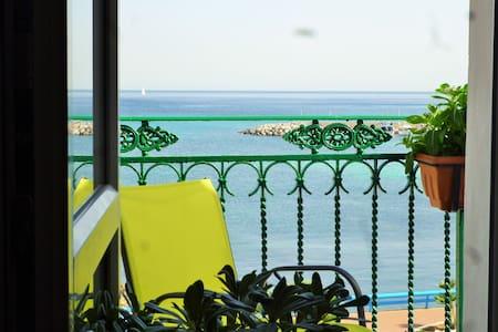 Seafront Apartment Sferracavallo - 팔레르모(Palermo)