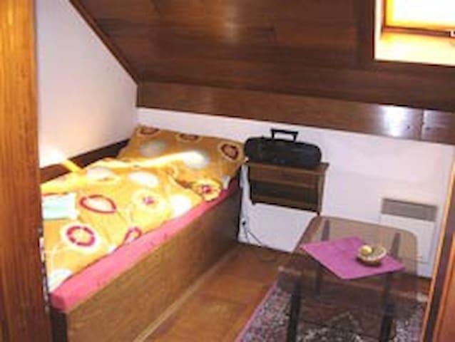 Room 8 - single bed