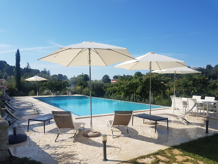 Villa Primavera with infinity pool and lovely view
