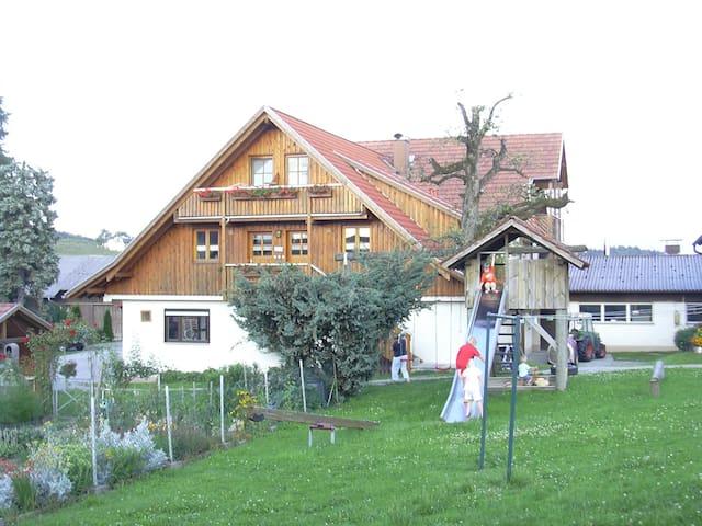 Obsthof Mainberger, (Kressbronn a. B.), Ferienwohnung Apfel und Birne, 65qm, 2 Schlafzimmer, max. 6 Personen