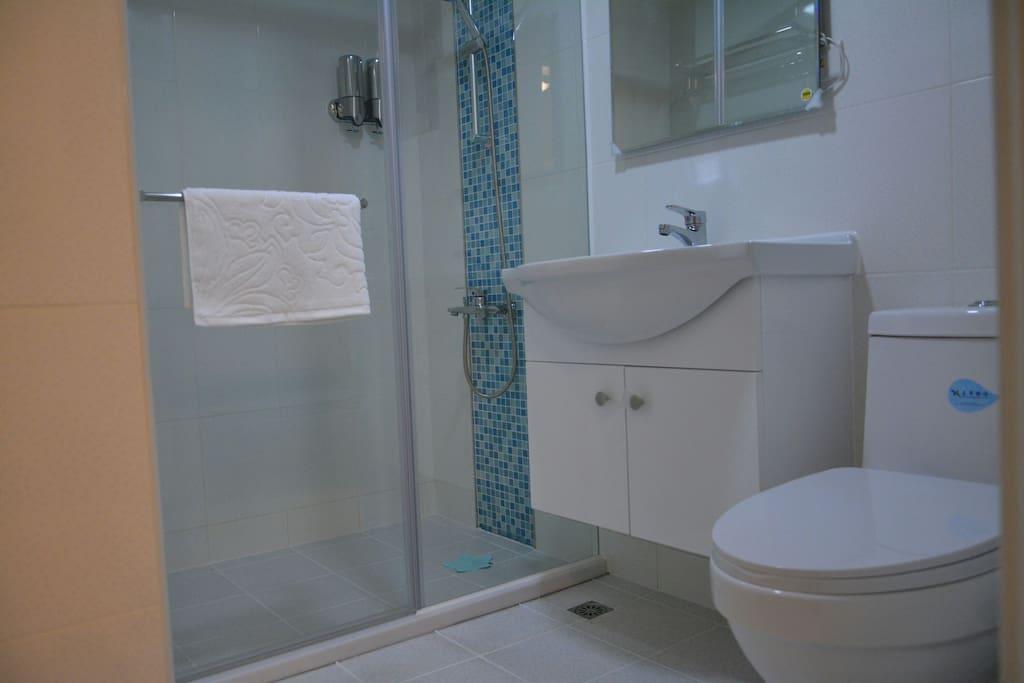 乾濕分離浴室間