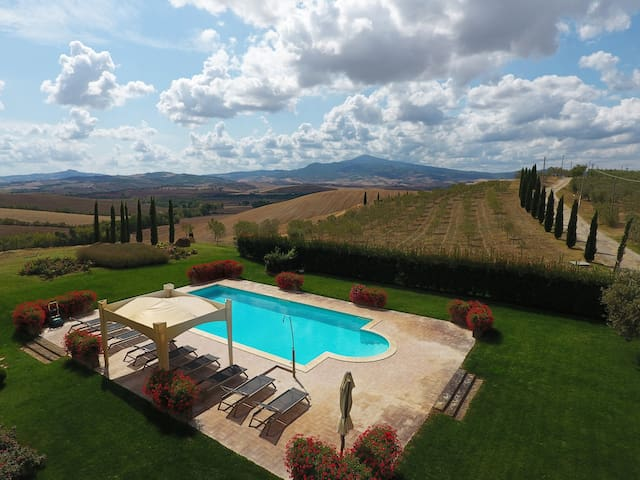 Exclusive entire Villa for 10 People in Tuscany
