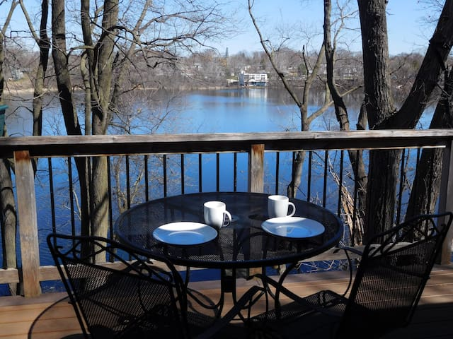 Private 2 Bedrooms+ in 4BR lake home on 1 acre