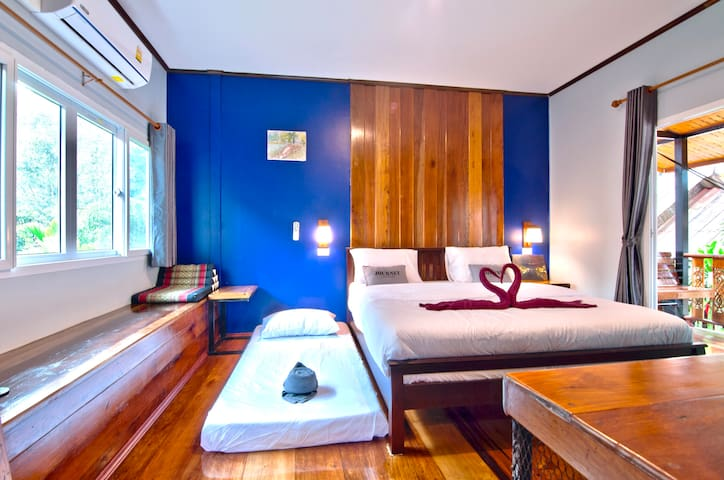 T2, Traditional Wood house in Railay beach