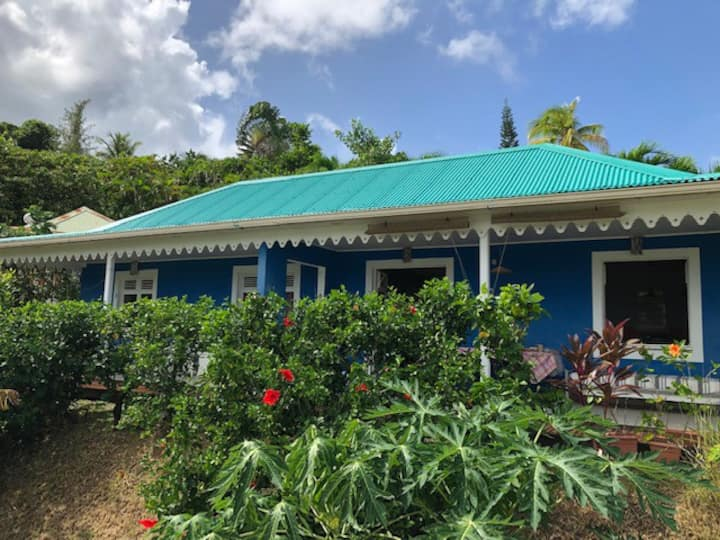 Jolie villa creole T3,  face à l'ocean .