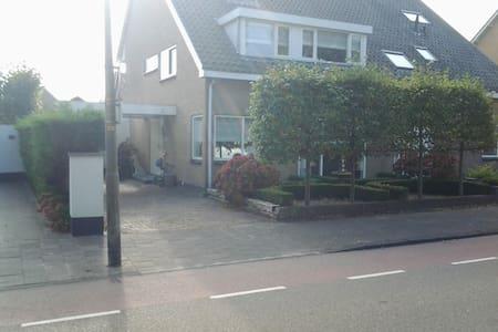 Twee-onder-kap-woning, dicht bij het strand - Noordwijk - Talo