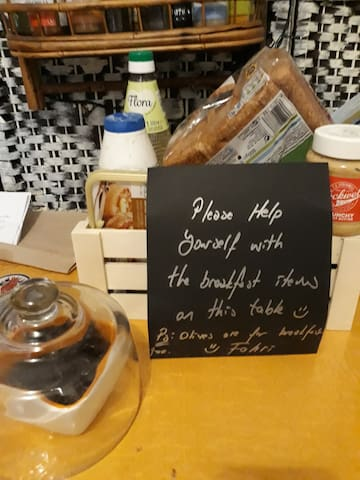 We usually have a humble range of breakfast items such as bread, butter/ vegan spread, jam, granola/muesli, and eggs. If there's more in the basket, you can use those too.