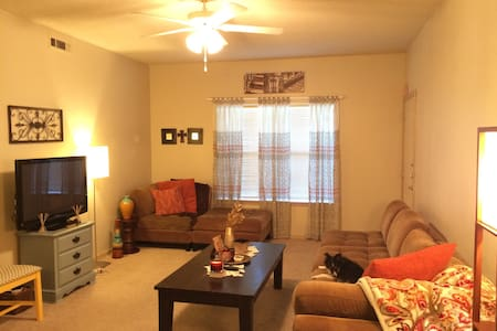Cozy space near Razorback Stadium and XNA - Fayetteville - Bed & Breakfast